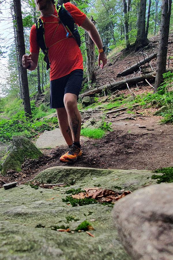 bieg w butach biegowych Hoka One One