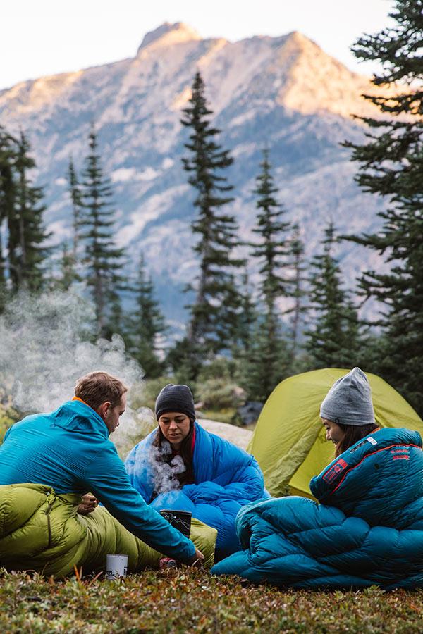 w czym spać w namiocie