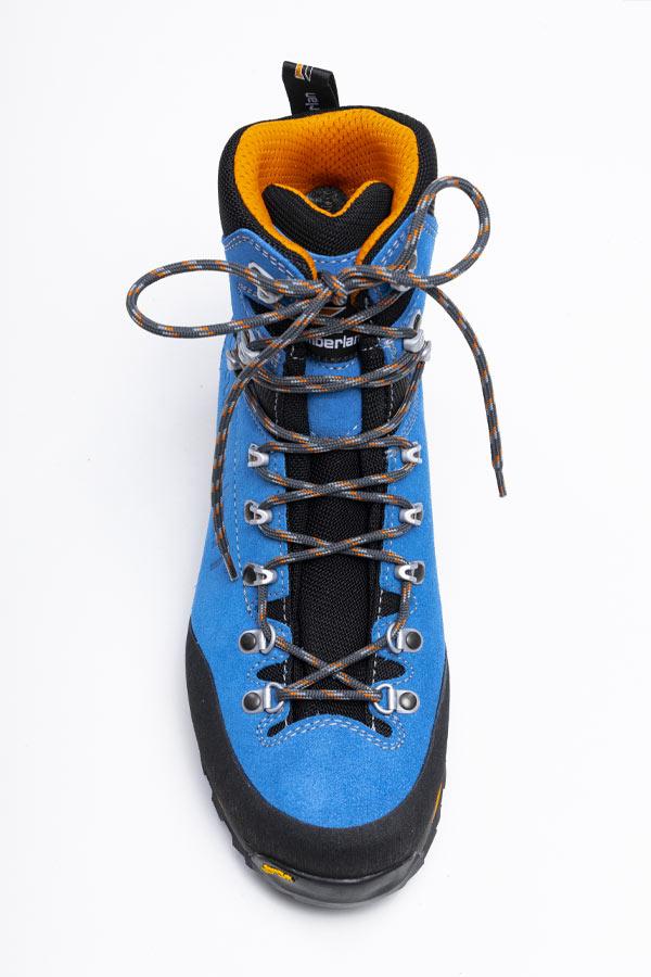 sznurowanie butów trekkingowych