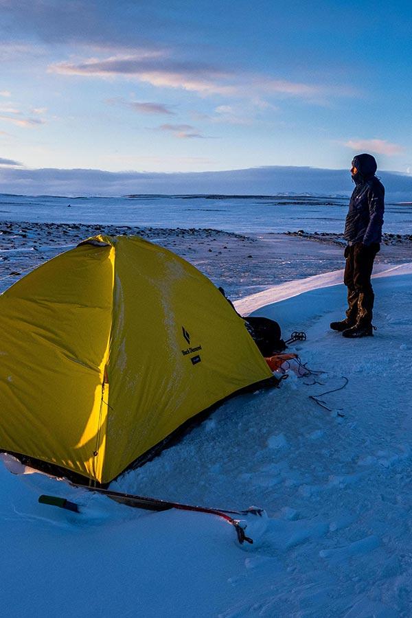 namiot na zimowym biwaku