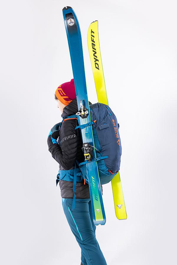 mocowanie nart do plecaka