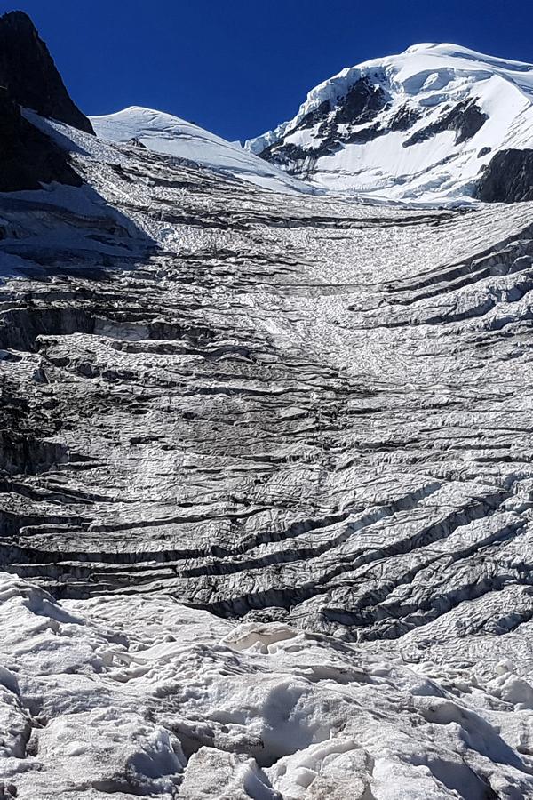 Szczeliny na lodowcu fot Filip Babicz