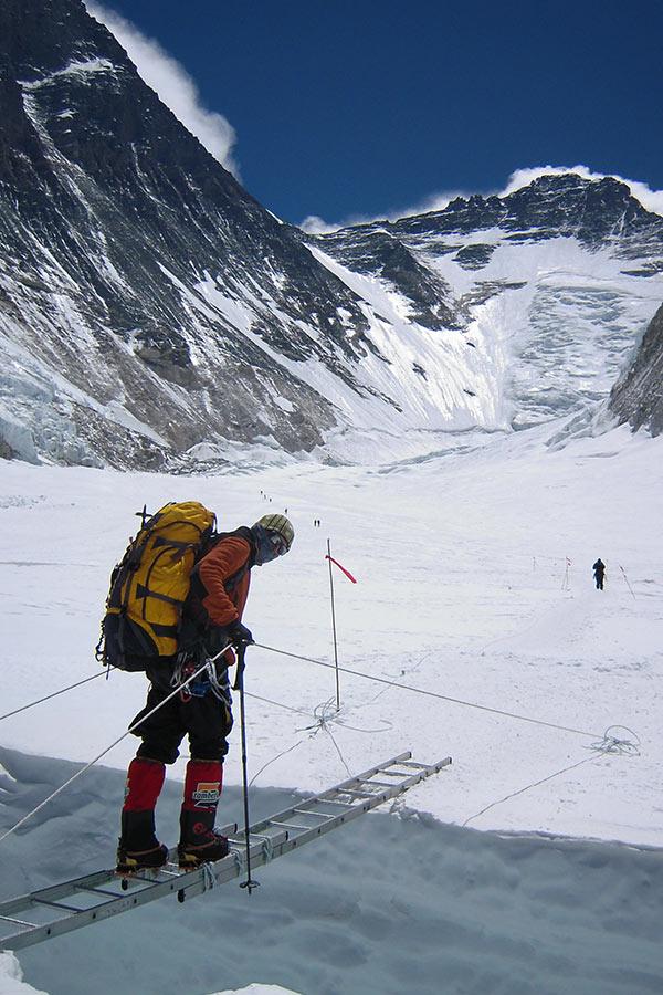 zagrożenia w górach wysokich szczelina lodowcowa