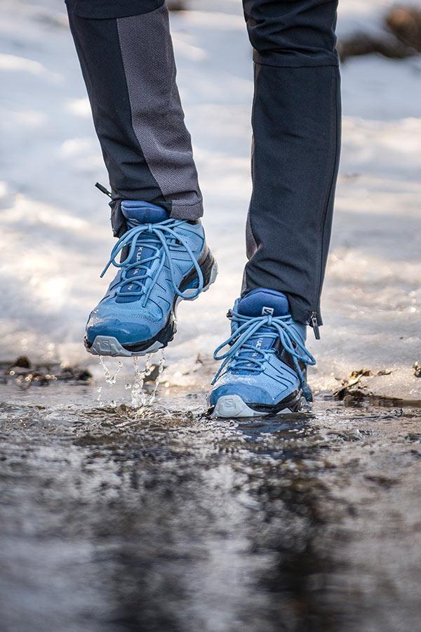 test butów turystycznych Salomon X Ultra 4 Mid GTX w wodzie