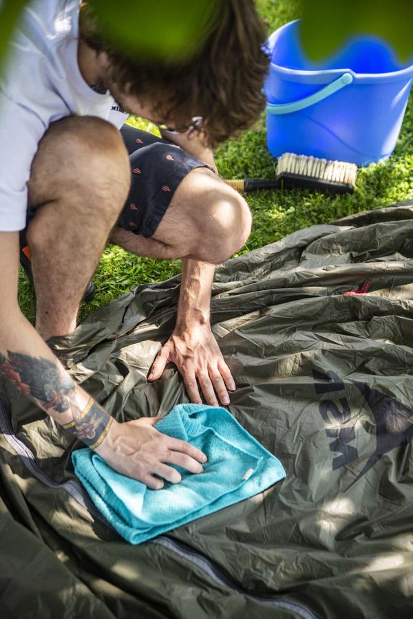 jak czyścić namiot